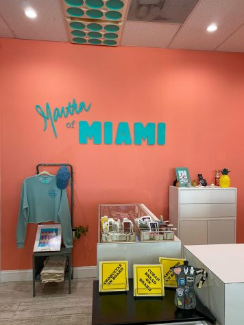 From the 305, La Tiendecita shows off the Miamian colors, creative essentials, and overall welcoming arms from the city.
